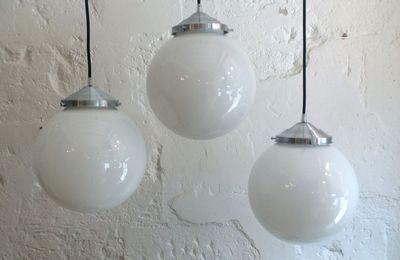Globe ancien en verre opaline boule blanche suspension vintage (diamètre 25 cm)