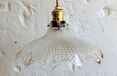 Lampe suspension luminaire abat jour ancien en verre moulé