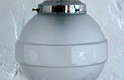 Lustre suspension ancien luminaire abat jour globe en verre granité vintage