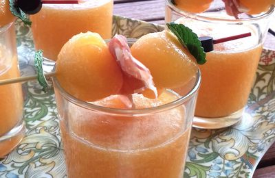Soupe froide de melon en verrine