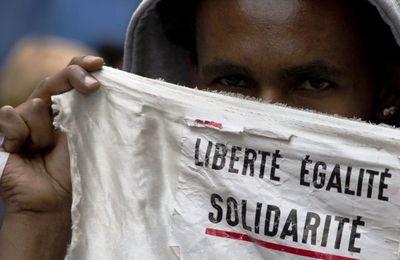 Article Le Courrier de l'Atlas : Rencontres du collectif Xclus en soutien aux migrants : « au moins, asseyons nous, discutons »