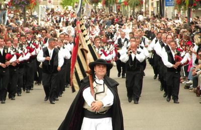 LORIENT : LA GRANDE PARADE DES NATIONS CELTES.