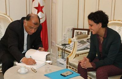 Najat Vallaud-Belkacem signe à Tunis une convention sur l'apprentissage de l'arabe en France
