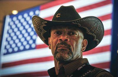 Trump nomme au gouvernement un shérif noir utra-réac aux méthodes musclées