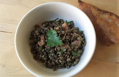 Green lentils and bacon salad