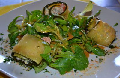 Salade de mâche et ses rouleaux de courgette au fromage de chèvre