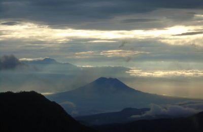 Les volcans de Java et la magnifique Djoja.