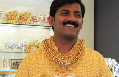 Asesinan al millonario indio famoso por su camisa de oro, la más cara del mundo