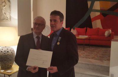 Le Caricaturiste Kabyle Ali Dilem honoré par l'ambassadeur de France à Alger. KDirect - Actualité
