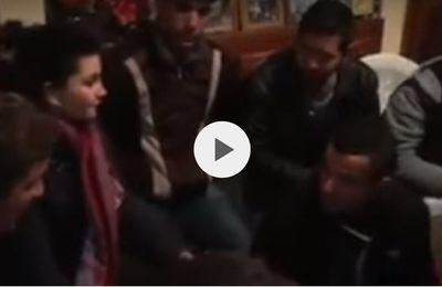 Les militants du MAK-Anavad  rendent viste à la mère de Ferhat Mehenni. KDirect - Actualité