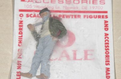 Figurine en métal clochard marchant / Hobo échelle O Arttista