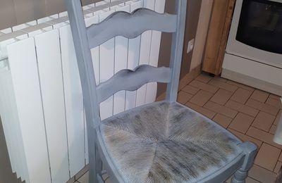 """Customisation chaise """"effet vieille peinture"""""""