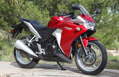 Honda CBR 250R Mileage and Specs