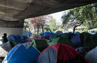 Paris: La propagation de la gale au camp de migrants de La Chapelle inquiète les ONG