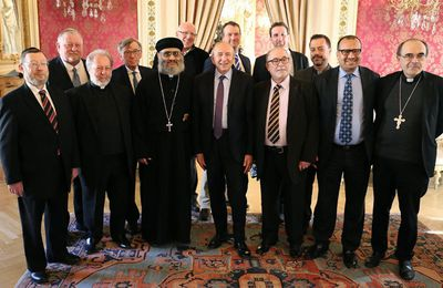 La laïcité bas de l'aile : Ramadan, Gérard Collomb choisit Lyon pour sa première rupture du jeûne comme ministre