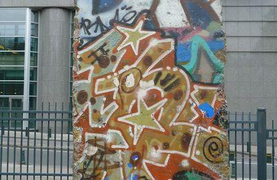Le Mur de Berlin érigé près du Parlement européen
