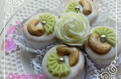 M'khabez gâteau algérien au glaçage royal noix de cajou décoration pâte d'amande