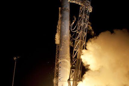 Lancement d'un Falcon 9 avec le cargo Dragon