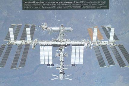 """La station spatiale internationale ISS fête en ce 20 novembre 2013 ses 15 ans. N'hésitez pas à vous procurer l'ouvrage """"Aventures dans l'Espace"""" de Jean-François PELLERIN pour revivre l'histoire de l'aventure spatiale habitée"""