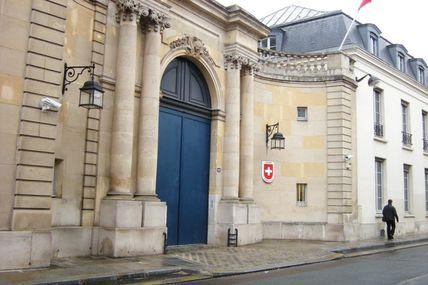 Le journaliste Jean-François PELLERIN, invité en tant que membre de l'AJPAE, à un déjeuner-débat chez l'ambassadeur de Suisse à Paris, à sa résidence le 15 novembre 2013 à 12 h 30