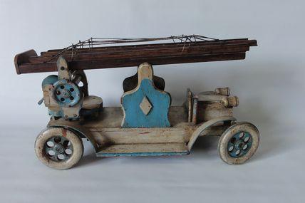 jouet en bois camion de pompier avec échelle