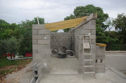 Construire un local technique pour piscine construction for Local technique piscine pool house