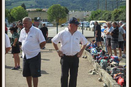 Ce samedi 9 août 2014 s'est déroulé au parc du Cheylas à Tain-l'Hermitage un 32 quadrettes de la boule lyonnaise.