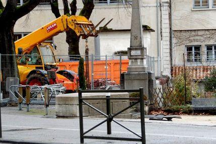 Des p'tits trous, toujours des p'tits trous...... Les travaux continuent sur la RN86 à Tournon.