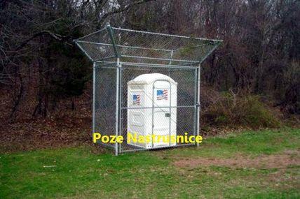Asta o fi insemnand WC public privat ???