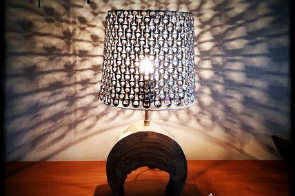 Effet de lumière avec abat-jour en tirettes de canettes de coca