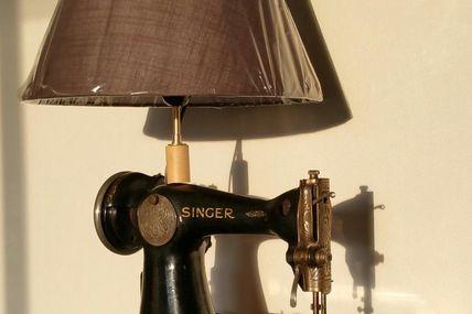 Lampe machine à coudre Singer détournée !
