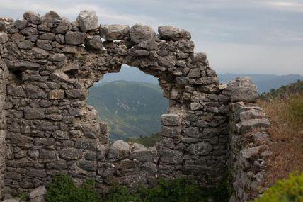 Roccasparviera : invasion de sauterelles et village fantôme