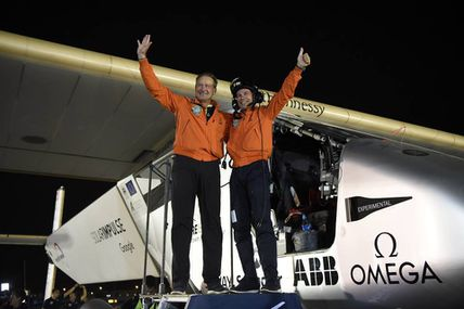 L'avion Solar Impulse 2 a bouclé son tour du monde / Solar Impulse 2 completes historic round-the-world flight!
