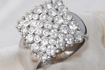 TRES BELLE BAGUE EN OR GRIS 18 K CARATS - DIAMANTS 2,91 ct - 15,50 gr   REF / AA 827
