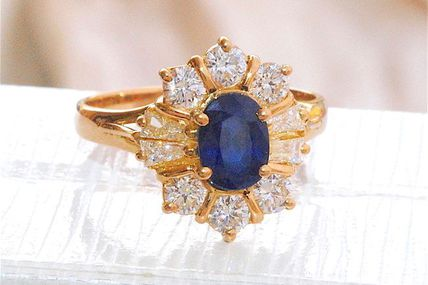 TRES BELLE BAGUE EN OR JAUNE 18 K ( 750 ) - SAPHIR - DIAMANTS 0,96 ct     REF / AA 870