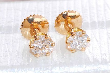 ELEGANTES BOUCLES D'OREILLES PUCES - OR JAUNE 18 K ( 750 ) - DIAMANTS 0,50 ct    REF / AA 892