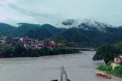 Foggy weather at the Lakshman Jhula..