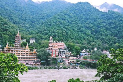 Beautiful view of Laxman Jhula and Trayambakeshwar temple in Rishikesh.