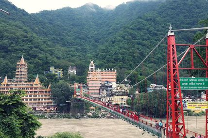 Lakshman Jhula: A hanging bridge in Rishikesh.