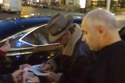 Photo et vidéo exclusives de Johnny Hallyday sortant de l'hôtel pour rejoindre son concert au Zénith de Nantes mercredi 9 décembre 2015