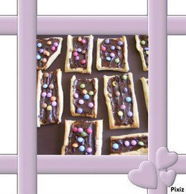 Sablés aux smarties sur lit de chocolat