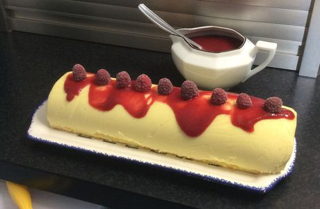 Bûche aux fruits rouges