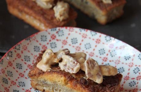 Cake à la banane et noix de pécan caramélisées