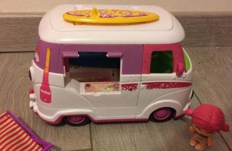 Le van à fleurs  , PinyPon .