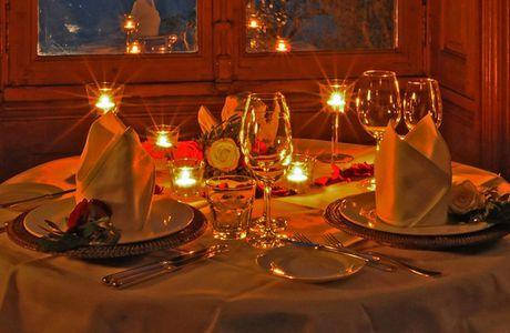 Préparation d'un dîner romantique pour la Saint-Valentin