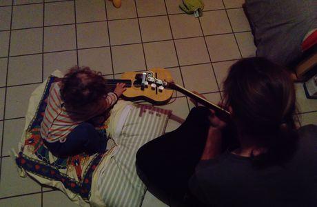 Guitariste en herbes