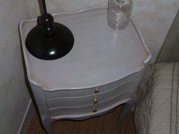 petite table de chevet 3 tiroirs a vendre 49 haut 68cm prof 28cm long 37cm mes petites patines. Black Bedroom Furniture Sets. Home Design Ideas