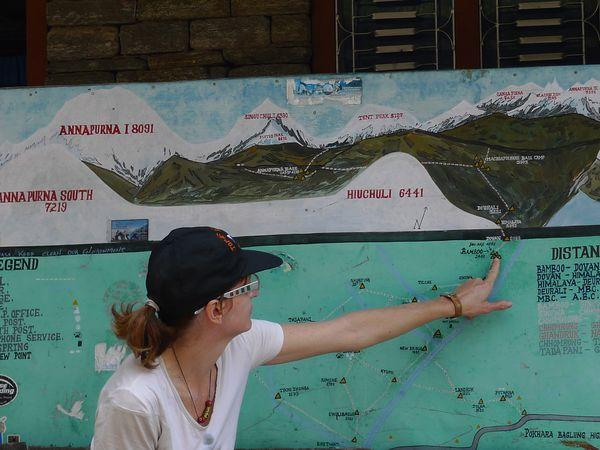Lors d'un autre trekking au Sanctuaire de l'Annapurna avec Cathy en 2009. Au milieu, la Face Sud de l'Annapurna. A gauche, coucher de soleil sur le Machapuchare. Cliquez sur les photos pour agrandir.