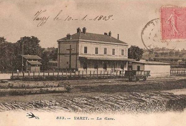 Gare de Varzy d'époque/ De nos jours