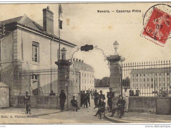anciennes cartes postales de la caserne...+ photo actuel